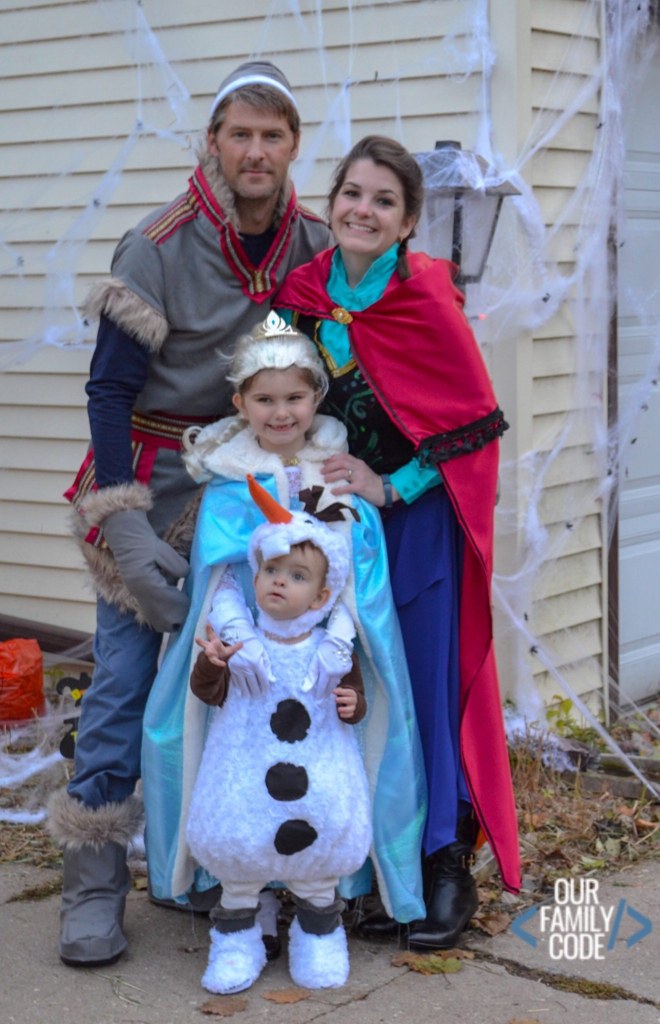 DIY Frozen Costumes for the Entire Family for Halloween